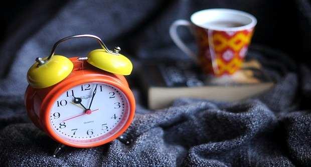 μη με ξυπνάς από τις 6